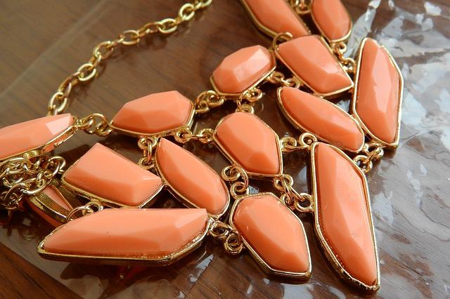 10 idées pour créer des bijoux en résine
